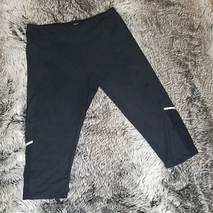 Marika workout capri leggings